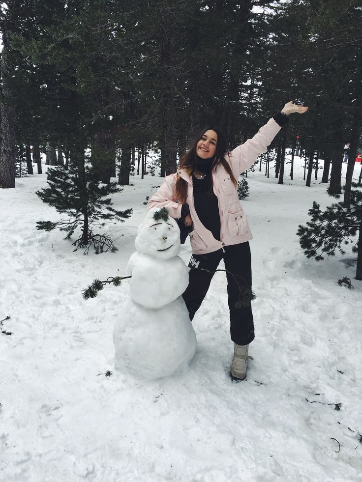 Inspired by this photo @Vannah2399 † Fun winter fitness in the snow , Do you want to build a snowman ? Get the whole family out there or your friends or to yourself and build a good one , a great fun calorie burner and all body workout , take a photo , give a prize , have a guilt free hot chocolate as a reward .