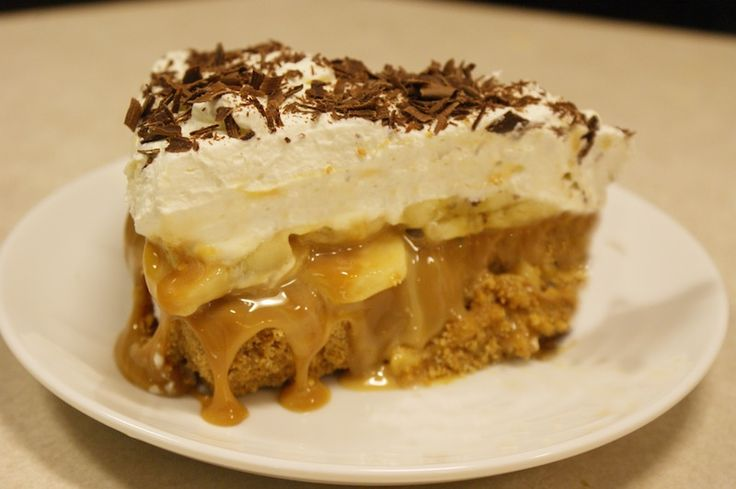 AMAZING & traditional English banoffee pie made from home-made toffee, bananas, whipped cream and chocolate