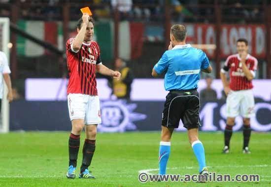 Aksi Lucu Pemain Club AC Milan di Lapangan