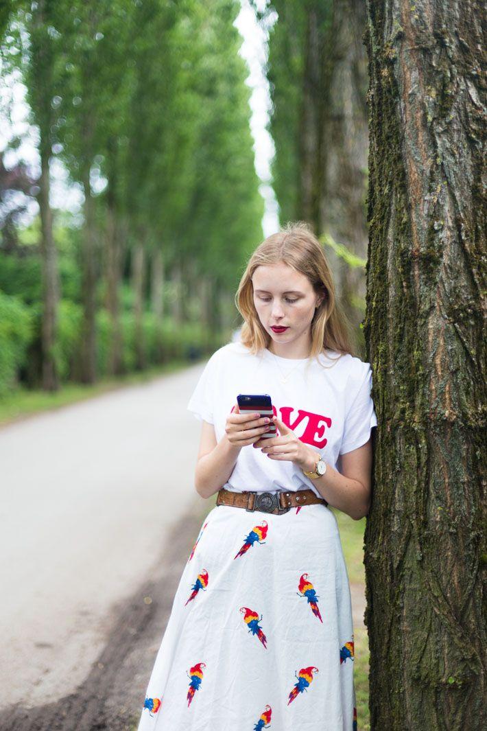 ::  parrots & smart phones  :: www.nemesisbabe.dk