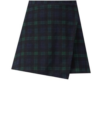 Give this check skort a biker edge with a neutral jumper and chunky caged boots.- All over check print- Wrap design- Mini length- Casual fit- Soft breathable fabric