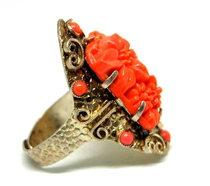 """Кольцо, 1930, Америка, маркировано """"Nemco"""" , вставка прессованное стекло, имитация коралла, латунь."""