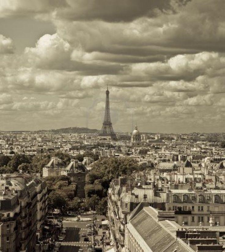 Skyline van de stad - sepia afgezwakt, Parijs, Frankrijk Deze opname werd gemaakt van twee verschillende shots Stockfoto - 10478322