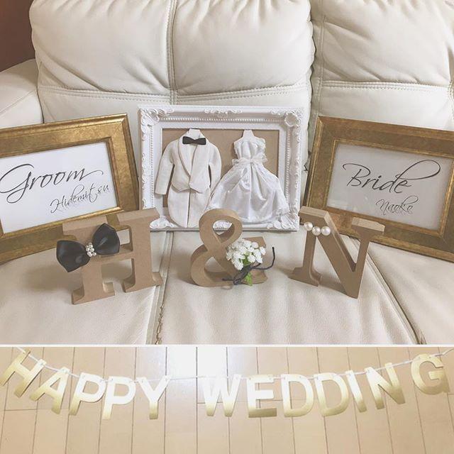 受付スペース ❣️ 前にDIYした、 #イニシャルオブジェ #ウェデイングサシェ #受付サイン を組み合わせて見たー!!❤️ 受付はこんな感じに飾りたい 新郎側と新婦側の間に、ウェデイングサシェ&イニシャルオブジェ置いてもらって 新郎側の受け付け前には、groomの受け付けサイン✨新婦側の受け付け前には、brideの受け付けサイン✨ (あんまり分からんけど、名前入り❤️笑) テーブルにガーランド付けてもらって、あと適当にピンクのフラワーペタル散りばめたいな イニシャルオブジェと受付サインは高砂に移動させてもらお✨ * #受付スペース#受付装飾#ウェルカムスペース#受付サイン#ウェデイングサシェ#イニシャルオブジェ#花嫁DIY#結婚式DIY#DIY#ガーランド#happywedding#プレ花嫁#大阪花嫁#関西花嫁#2017春婚#2017wedding#ちーむ0304#na0DIY#farnyレポ #marry花嫁#日本中のプレ花嫁さんと繋がりたい
