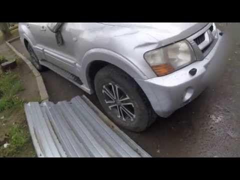 Упал лист металла (Крыша дома) на машину в Казани!