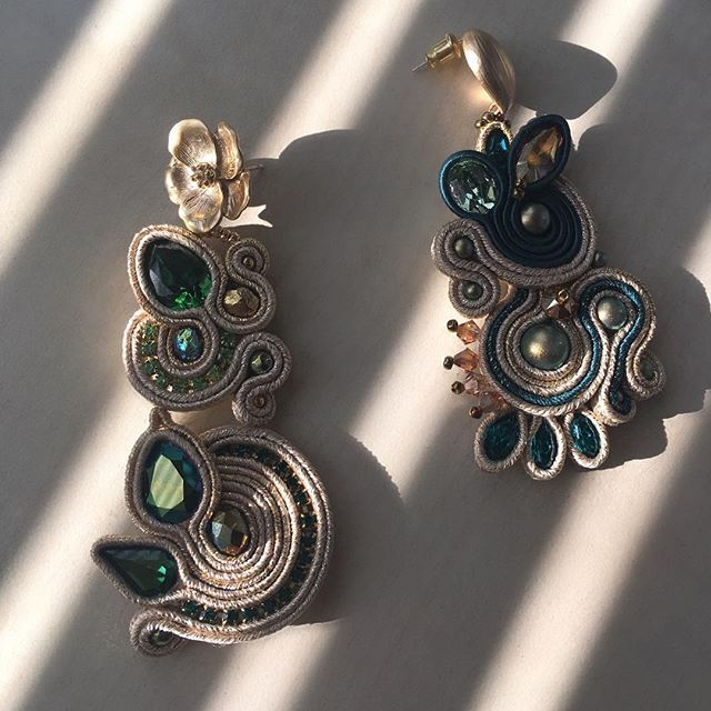 #swarovskicrystals #swarovski #anasasjewelry #cercei #statementearrings #statementjewelry #fattoamano #orecchini #soutache #soutacheearrings #handmade #handmadejewelry #green #gold #earrings