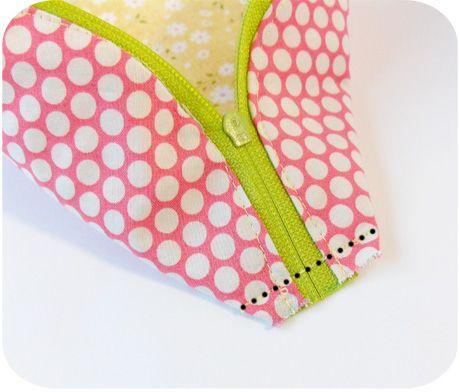 cute little zipper bagPouch Tutorial
