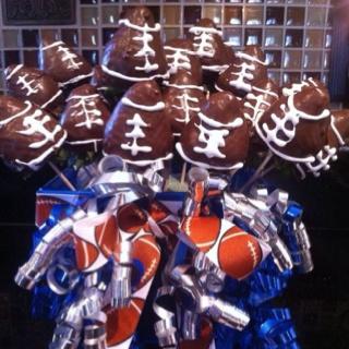 Strawberry Footballs~gift it or serve itEasy Gift, Yummy Yummy, Ideas Favors, Gift Ideas, Yummy Food, Strawberries Footballsgift, Strawberries Football Gift, Strawberries Footballs Gift, Crafty Side