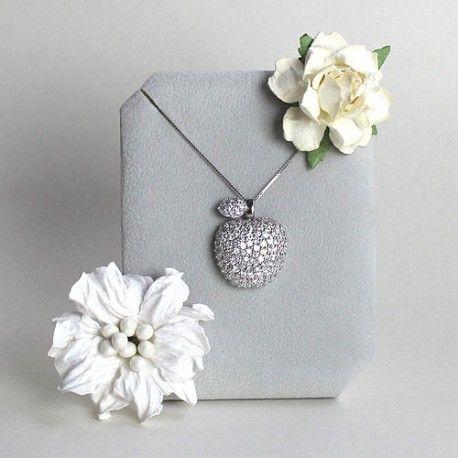 Srebrny naszyjnik z zawieszką - jabłuszkiem z cyrkoniami