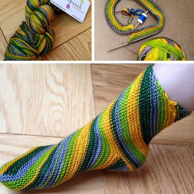 evercrafting used a skein of custom mudpunch self-striping to knit this fabulous and swirly Exotic Whirlpool sock
