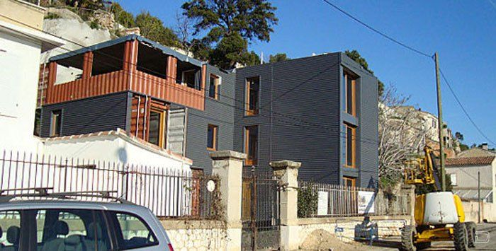House made of shipping containers in Marseille