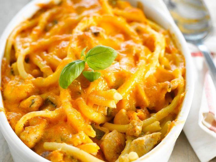 Découvrez la recette Gratin de pâtes, poulet et Cheddar sur cuisineactuelle.fr.