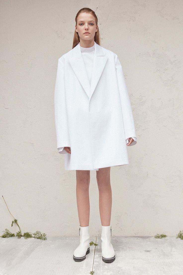 Calvin Klein Collection Resort 2017 Fashion Show