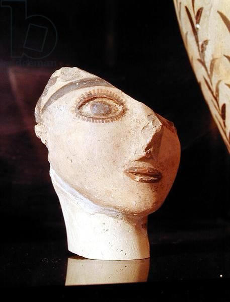 Head of a girl, from the Palace of Knossos, Minoan, 1700-1400 BC (plaster). Minoan / Archaeological Museum of Heraklion, Crete, Greece / The Bridgeman Art Library