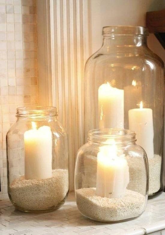 décoration photophore simple: bocaux en verre remplis de sable blanc
