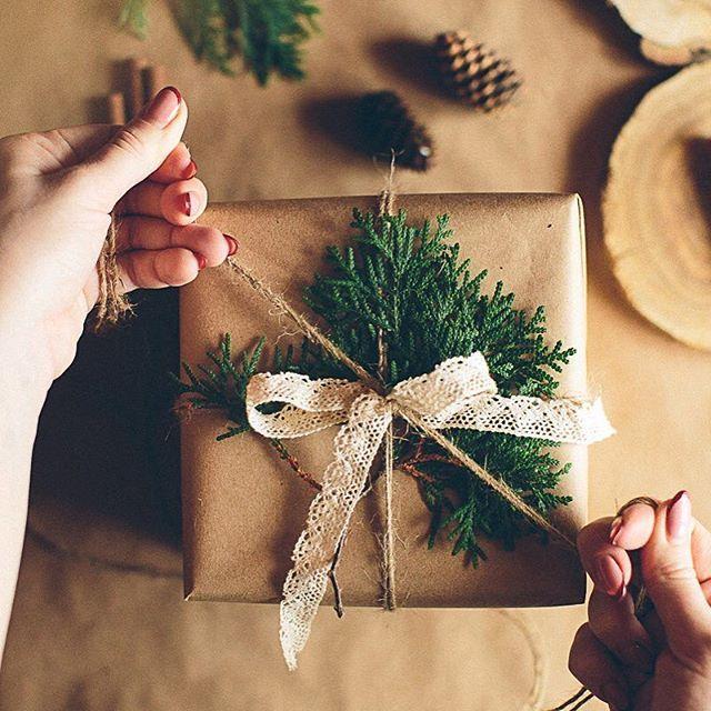 Привет декабрь!  Наконец-то можно украшать дом гирляндами и бежать за подарками!  С первым днём зимы друзья !!!! ❄️☃️💙 Фото @natalia_gladkih Упаковка @lina_lebouton