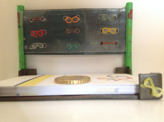 Porta biglietti da visita da scrivania per ottico di WizzyArtCreation miniatura occhiali da sole e da vista tutte le creazioni su http://www.tizianacandito.com