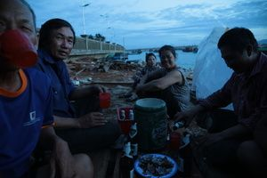 Having dinner in a shipyard - Vietnam