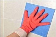 6 - Brosse à bougie  Radical, mais en prenant mille précautions pour ne pas déborder, ce qui rayerait le carrelage, frottez les joints avec une brosse en fil laiton que l'on appelle : brosse à bougie.