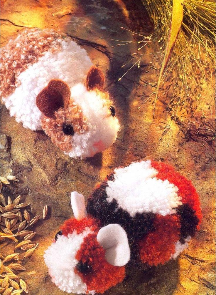 Hamsters hechos con pompones de lana.