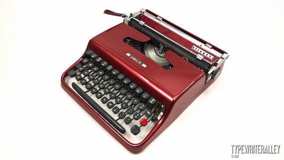 Ruby red OLIVETTI LETTERA 22 typewriter, Olivetti typewriter, vintage typewriter, portable typewriter, red typewriter, gift