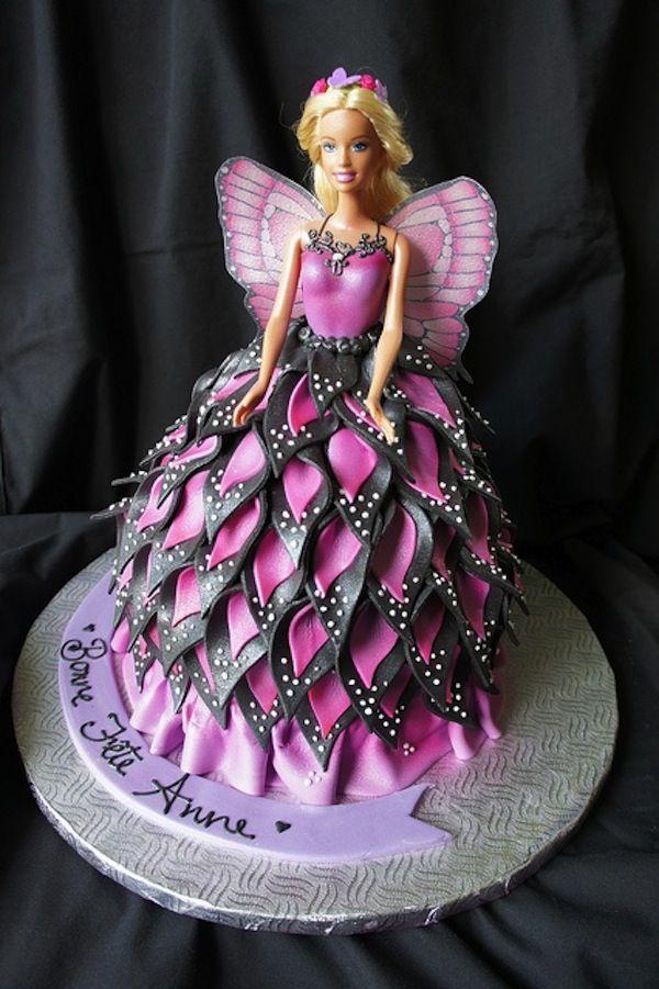 10 semplicissime ricette correlate da foto e video per realizzare la tua torta Barbie in pasta da zucchero e panna montata.