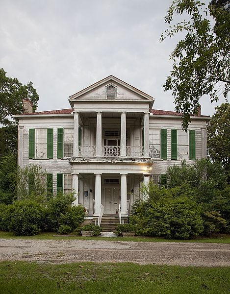 Abandoned plantation home in Greensboro, Al