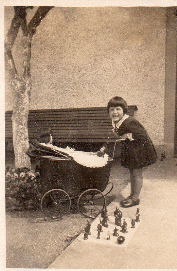 Photographie Anonyme Vintage Snapshot Landau Poussette Enfant Fillette Poupée   eBay