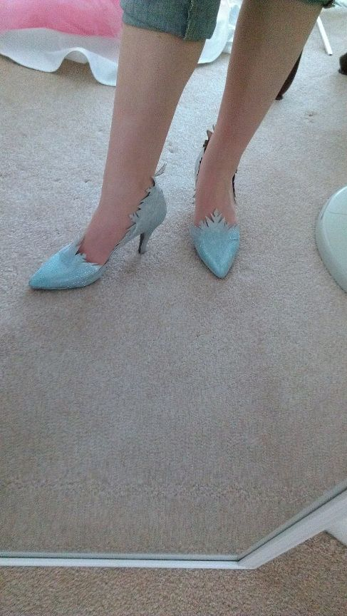 Elsa from Disney's Frozen Costume Walkthrough Part 3 - The Shoes