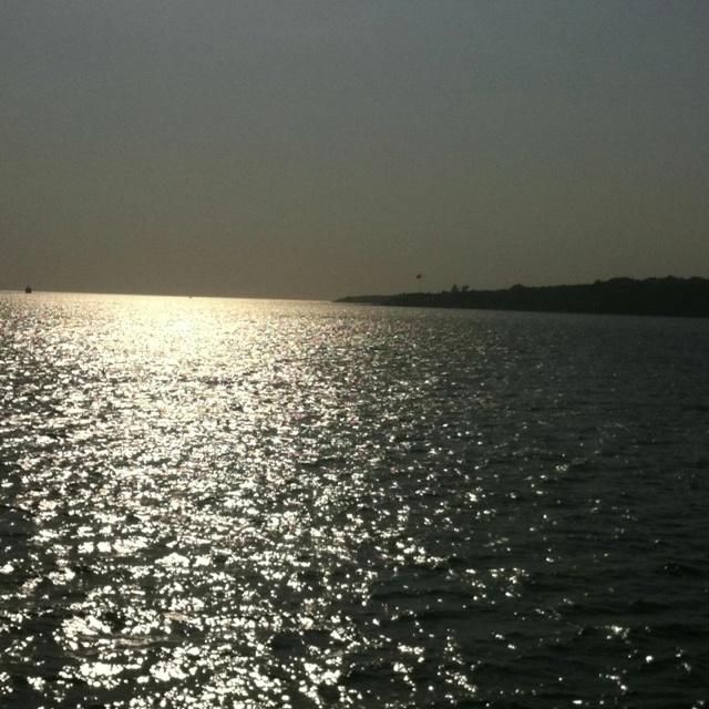 Birazdan batacak güneş , ne tarafa baksan sahte aydinlik '''