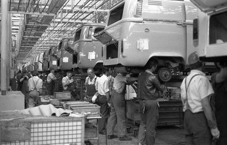 Una visita histórica al interior de la fábrica Volkswagen de Hannover #VWFans http://www.vochomania.mx