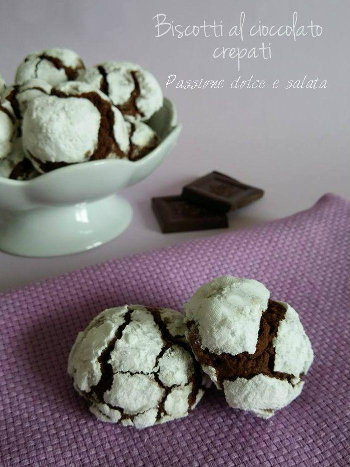 Questi li dovete assolutamente provare...si sciolgono in bocca! http://blog.giallozafferano.it/passioneperilcibo/biscotti-al-cioccolato-crepati/