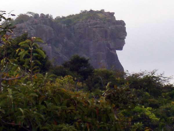 La Dama de Maali 150 m. monte Loura,  africana Guinea Conakry.