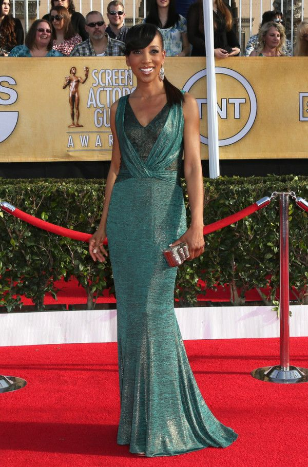 Fabulously Spotted: Shaun Robinson Wearing David Meister - 2014 SAG Awards #SAGAwards - http://www.becauseiamfabulous.com/2014/01/shaun-robinson-wearing-david-meister-2014-sag-awards-sagawards/