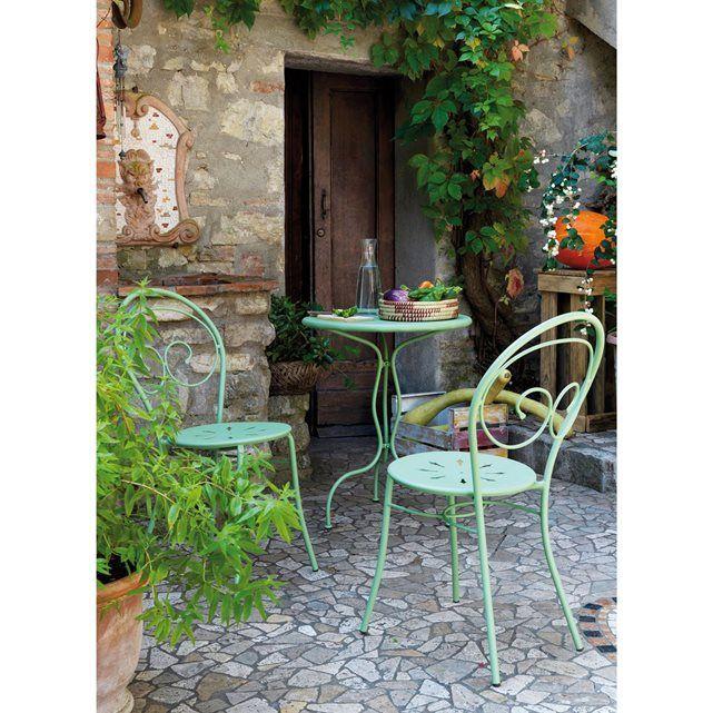 Robuste, raffinée, intemporelle, la chaise de jardin Mimmo, en acier forgé signe son retour sur le devant de la scène !