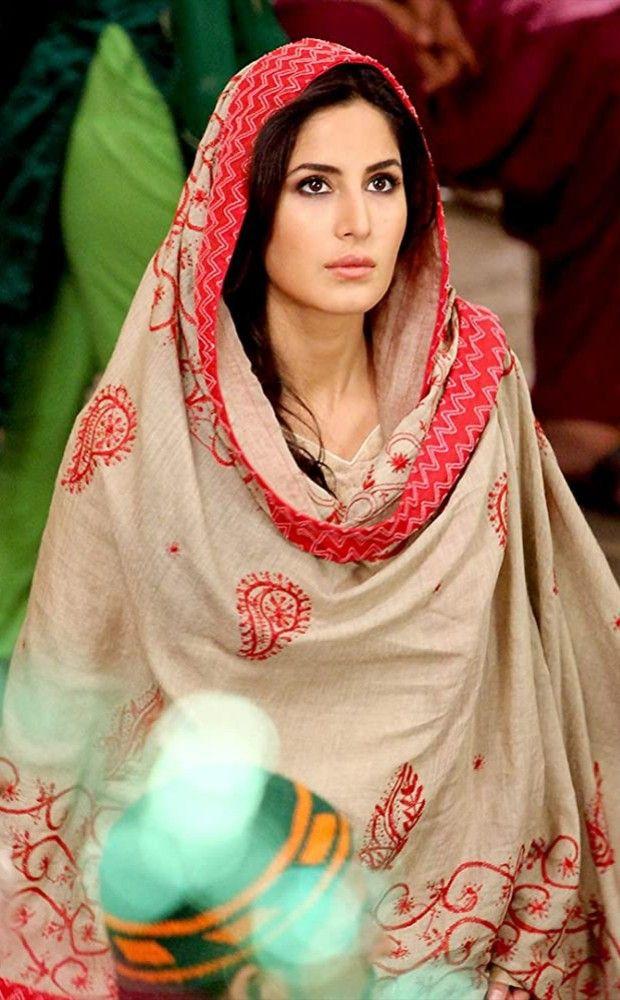 Pin By Robin On Katrina Kaif In 2020 Night Gown Fashion Saree