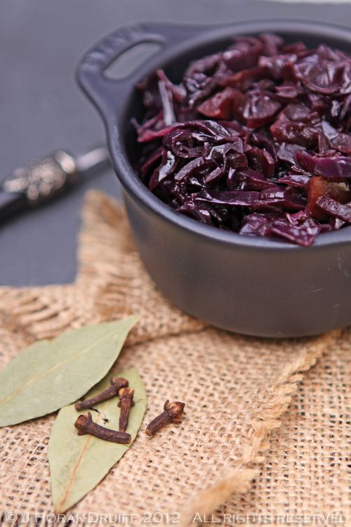 Red cabbage & apples braised in red wine, German-style #recipe #vegan - cooksister.com