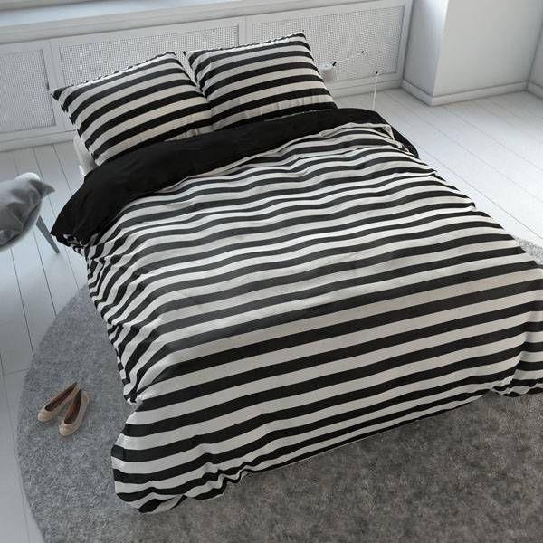 Sleeptime Theun - Zwart  Het Sleeptime Essentials Theun-dekbedovertrek is een gestreept overtrek en staat leuk in haast elke slaapkamer. Het artikel heeft aan de bovenkant een zwart-wit gestreept dessin en is aan de onderkant helemaal zwart.  EUR 4.95  Meer informatie