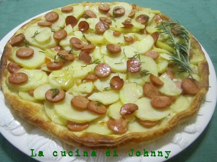 Torta salata patate, wurstel e formaggio