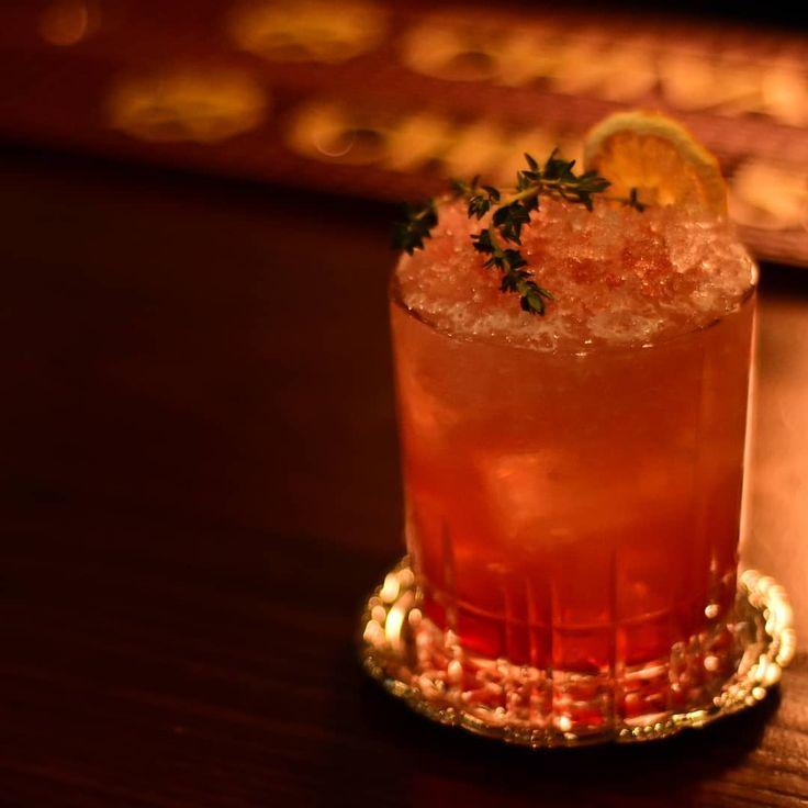 Es ist Gin Thyme ⏰. Ein Neuzugang in unserer ständig wechselnden Cocktailkarte. . #sl … – Craft