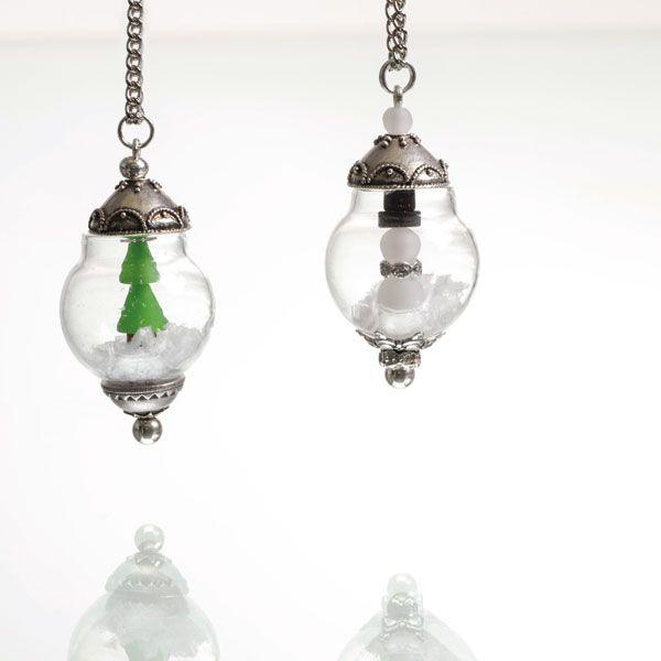 Tannembaum oder Schneemann Anhänger - die Polarisperlen werden auf einen Wechselstab gezogen. In der Kugel sorgt Kunstschnee für eine weihnachtliche Stimmung.