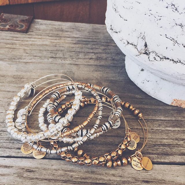 Mixed metals and beaded bangles, something I just love to stack my arm with a whole mix of just silver and gold beaded! Keeping it simple ✨ | alex and ani | @happytiannavibes