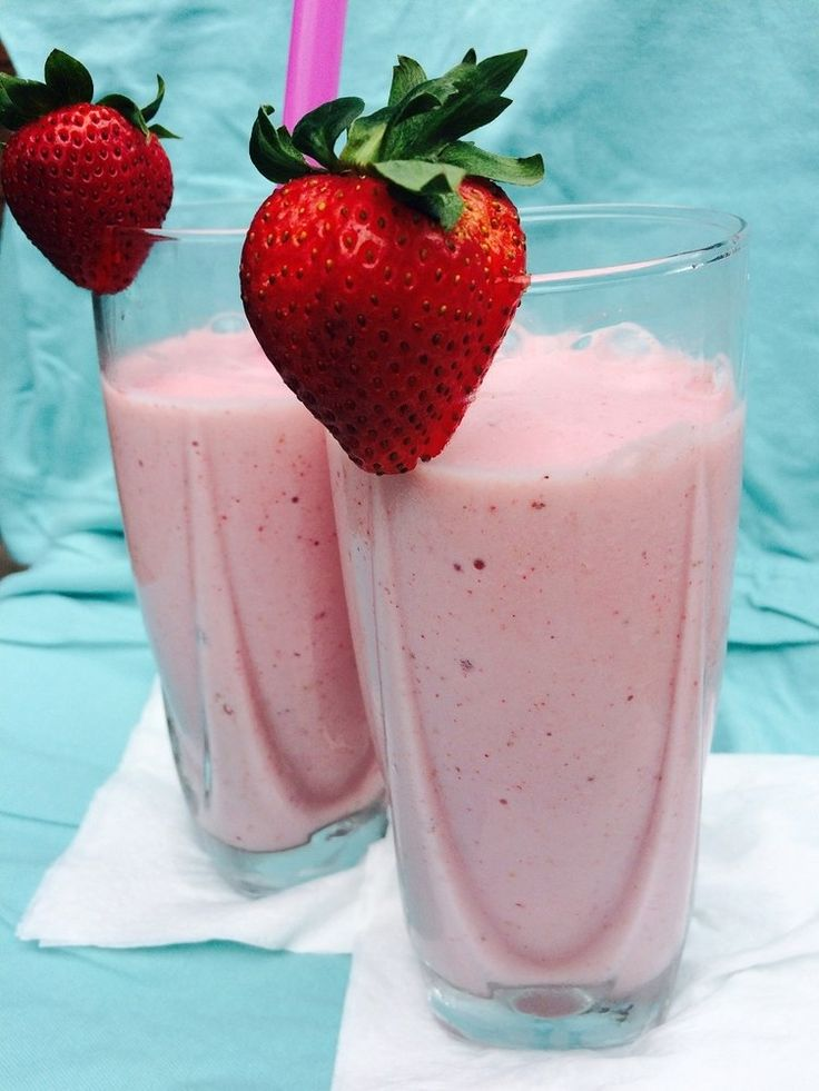At just 250 calories, this refreshing vanilla-berry smoothie is packed with 18 grams of protein and 5 grams of fiber to keep you satisfied and to keep energy and blood sugar level on an even keel without crashes