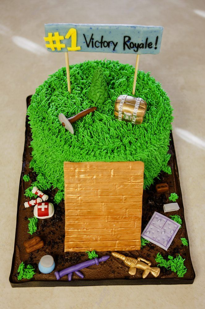 Fortnite Battle Royal Cake 13 Birthday Cake 40th Birthday Cakes Video Game Cakes