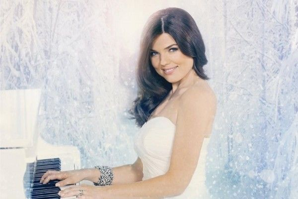 WATCH: Paula Seling releases new video and Christmas album