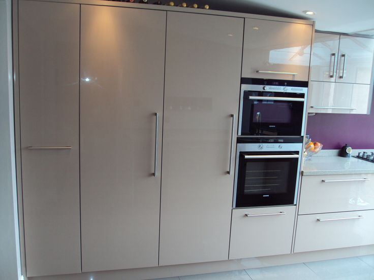 Cappucino gloss with siemens appliances and Corian tops...