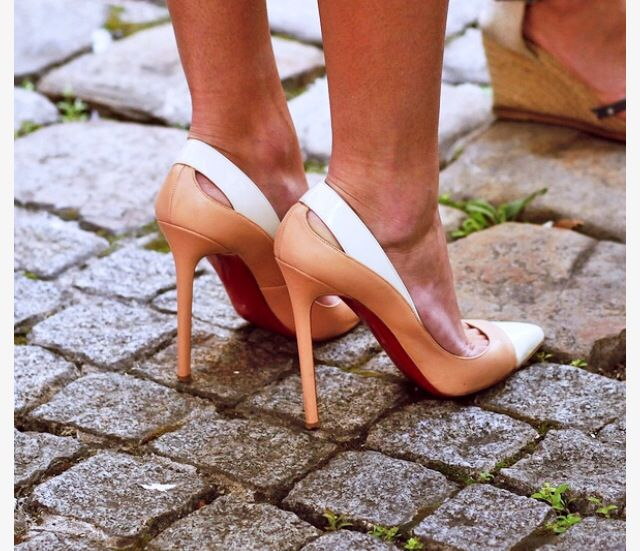 Love these pair of high heel shoes www.ScarlettAvery.com