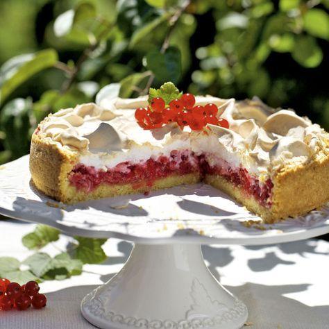 Der Klassiker für die Beerenzeit. Rote Johannisbeeren schmecken nirgends besser als unter einer cemig-süßen Baiserhaube!