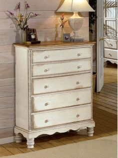 Cómo pintar y decorar un mueble blanco con efecto envejecido.