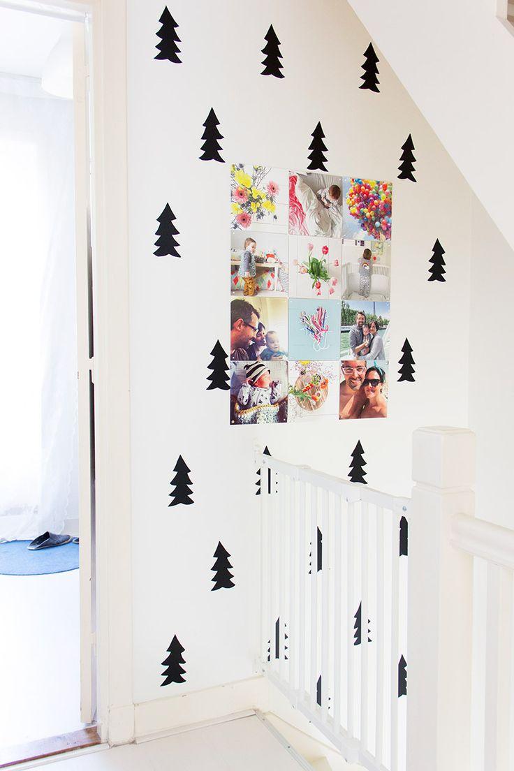 losse portretten (op stof/doek gedrukt) gebundeld bij elkaar, los van de muur ophangen om geluid te absorberen
